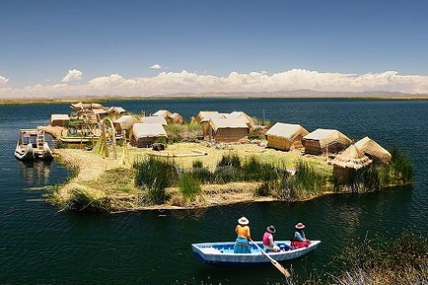 El Lago Titicaca y las Islas Flotantes de los Uros