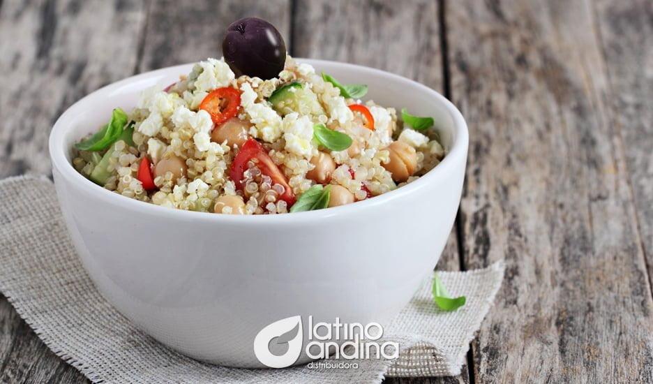 Aprovecha los beneficios de la quinua en una ensalada con aguacate
